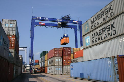 container-yard-1-1531015.jpg